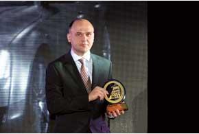 Компания «Порше Украина» – дистрибьютор двух марок – Audi и Volkswagen. Директор компании Эдуард Дьяченко получил статуэтки за победу автомобилей этих марок в четырех номинациях.