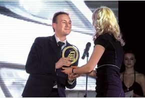 Статуэтку за кроссовер Kia Sportage получил Сергей Чубарь, начальник отдела продаж компании «Фалькон-Авто», дистрибьютора Kia в Украине.