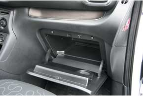 В версии Comfort кондиционер и охлаждение бардачка – стандарт. В Classic занего нужно доплатить $950.
