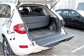 В Renault крышка багажника состоит издвух разделенных по горизонтали половинок.