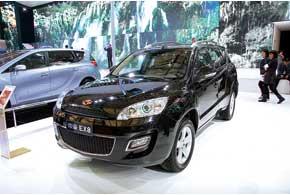 Для люксового MPVEmgrand EV8 подготовили 2,4-литровый бензиновый и 2,0-литровый турбодизельный моторы.