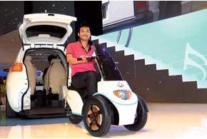 Geely McCar может перевозить электротрицикл, обеспечивающий дополнительный привод на задние колеса, иличеловека на коляске.
