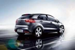 Дизайн нового Kia Ria скучным неназовешь. Вгамме кузовов– седан и5-дверный хэтчбек.