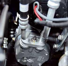 Под капотом отличить Sens с кондиционером легко по радиатору сдвумя вентиляторами. Кондиционер здесь от «Ланоса», корейский, хотя шланги – японские, арадиатор – отечественный.