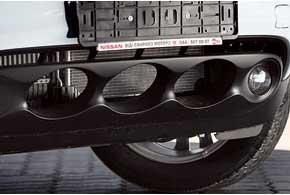 Чтобы защитить радиатор, припокупке машины «иллюминаторы» можно прикрыть изнутри защитной сеткой. Ее установка обойдется в790гривен.