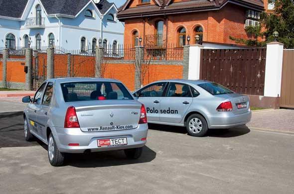 Volkswagen выглядит намного солиднее. Более высокие крыша и багажник Renault обещают нам больше пространства для людей и груза.