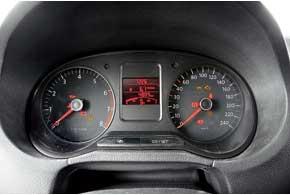 Уже в базовой версии Polo Sedan стоит полноценный маршрутный компьютер, который позволяет контролировать расход топлива и остаточный пробег.