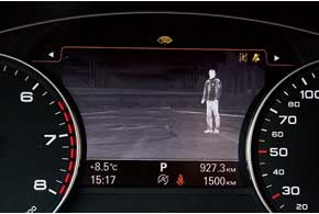 Система ночного видения (2071евро) включается клавишей. С ее помощью гораздо легче заметить пешехода.