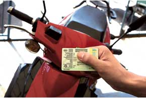На зарегистрированный мопед или скутер, как и на другие ТС, выдают соответствующие номерные знаки и техпаспорт.