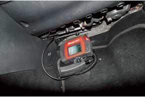 Полуметровый зонд цифрового эндоскопа Snap-On BK 6000 мы подавали к испарителю через полость салонного фильтра воздуха.