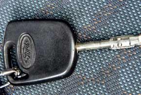 В версиях без дистанционного управления центральным замком со временем изнашивается ключ. Его приходится менять на новый фирменный – в него встроен иммобилайзер.