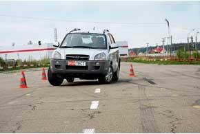 Давление в высокопрофильных шинах должно быть рекомендованным производителем. Если оно ниже, ухудшается управляемость ирастет вероятность «разувания» колеса.