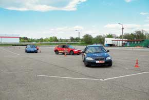 По случаю своего 10-летия «Академия водительского мастерства» собрала своих многочисленных друзей на столичном автодроме «Чайка».