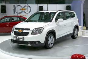 Компактвен Chevrolet Orlando пришел на смену Tacuma. Он способен вместить от 2 до 7-мичеловек и от 458до 856л багажа.