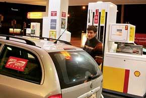 Наиболее выгодно было заправляться в Беларуси, а самый дорогой бензин – в Финляндии.