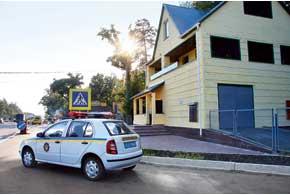 С конца прошлой недели на всех дорогах государственного значения начали действовать стационарные посты дорожно-патрульной службы ГАИ.