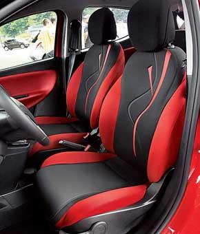 Передние сиденья комфортабельны, хотя боковой поддержки не хватает. Цветовую гамму салона и рисунок на спинке сиденья покупатель может выбирать.
