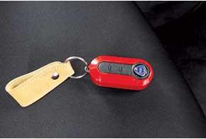 Оформление ключа зажигания – за вами: кроме широкой цветовой гаммы, доступны даже кристаллы Swarovski...