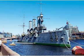 На «Авроре» до сих пор несут службу. Попасть на борт можно с 11 до 17:15, кроме понедельника и пятницы; эти дни– выходные. Вход бесплатный, а экскурсия в подводную часть корпуса и машинно-котельное отделение стоит 200рублей (57 грн.) для взрослых.