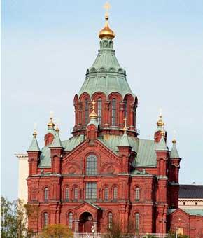 Отдавая дань архитектуре столицы Финляндии– Хельсинки, можно посетить Успенский и Кафедральный соборы, уникальную церковь в скале. Если есть время, то стоит отправиться на пароме к морской крепости Суоменлинна (известна еще как Свеаборг).