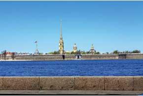 Чтобы насладиться красотой города на Неве, сюда надо приезжать на несколько дней. Если хотите любоваться ночными видами из окон собственной машины, то, прокладывая маршрут, узнайте в Интернете график развода мостов.