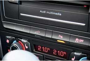 Нажатием кнопкиEv на центральной консоли включается режим движения только наэлектротяге.