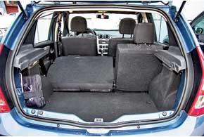 Багажник по-прежнему имеет объем 320 литров. Правда, внем появился обязательный ремкомплект для колеса. Ведь место запаски под днищем оккупировал тороидальный газовый баллон на 42 литра, защищенный стальным экраном.