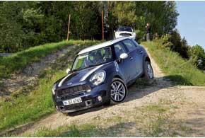 Стихия Mini – это скорость и повороты. Полноприводному Countryman All4 по плечу пересеченная местность и легкое бездорожье.
