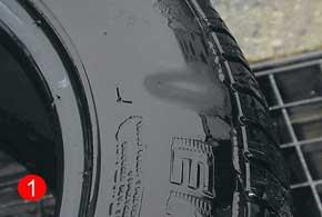 Образование «теневых» пятен (1) ипузырей (2) на боковине шины– признаки ееповреждения.