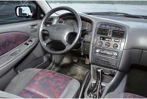 Обзорность в Avensis при движении задним ходом ограничивает завышенная корма. Характерная неполадка электрооборудования та же, что и у Accord, – проблемы с замком зажигания.