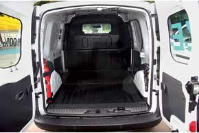 Объем багажника (3000–3500 литров) и грузоподъемность (650 кг) Kangoo Z.E. не пострадали. Батареи спрятаны под полом.