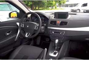 Водитель ни в чем не ущемлен. Комплектация электромобилей Renault соответствует аналогу с ДВС с богатым оснащением. ВFluence Z. E. – датчики света и дождя, навигационная система, Bluetooth и автоматический двухзонный климат-контроль.