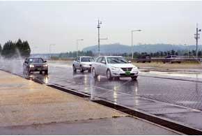 На полигоне R&D центра 70 километров тестовых дорог с 71 видом покрытий.