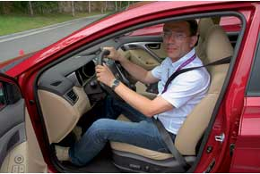 За рулем комфортно, обзорность – на надлежащем уровне.