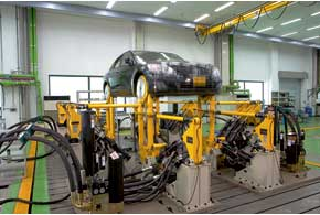 На симуляторе дорог разных типов проверяют износостойкость ходовой части.