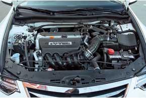 Под капотом перемен нет. Мощность мотора 2,4 л осталась прежней – 201 л. с. Как и раньше, двигатель с «механикой» выдает на4Нм больше, чем в паре с АКП.