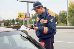 Документы будут предъявляться – показываться работникам ГАИ  только при проверках, а вот при оформлении админпротоколов стражи порядка  по-прежнему смогут брать их в свои руки.