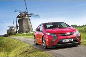 Opel Ampera можно назвать битопливным: заряжается от электросети и заправляется бензином.