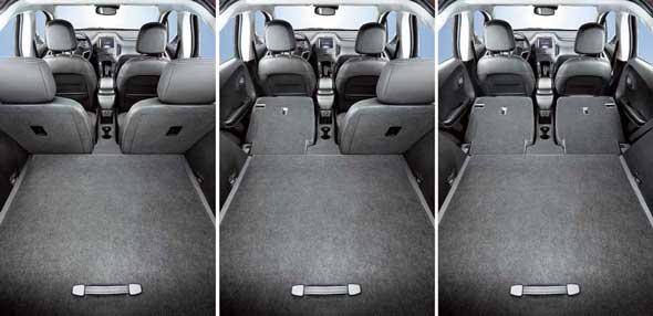 Блок литий-ионных батарей установлен в трансмиссионном тоннеле, но при сложенных спинках задних сидений образуется практически ровная поверхность. Объем багажника может достигать 1005л.