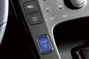 Запуск электродвигателя осуществляется с помощью яркой синей кнопки нацентральной консоли.