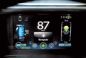 Традиционную панель приборов заменил ЖК-дисплей, накоторый выводится вся необходимая информация.