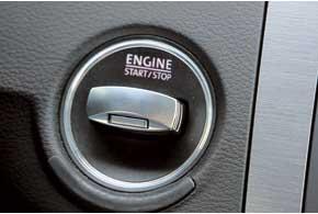 Электронный стояночный тормоз и комфортный запуск двигателя нажатием наключ для Passat Variant – стандарт.