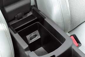 В дорогу ненужно брать автомобильную «зарядку». В подлокотнике есть разъем 220 В.