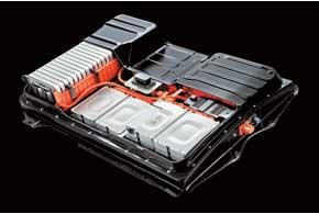 Система питания Leaf состоит из 48 АКБ, установленных в днище. Элементы аккумуляторов – разработки японской компании NЕС.