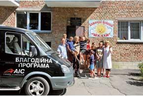 Чем ближе к Киеву – тем благополучнее детдом. Но все дети одинаково рады общению.