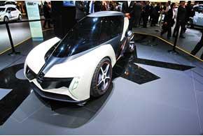 Проезд 100 км на двухместном электрическом концепте Opel RAK обойдется владельцу всего в один евро.