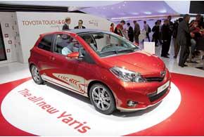 Новый Toyota Yaris стал длиннее и прибавил в колесной базе. ВУкраине он дебютирует уже в октябре по цене от $15650.