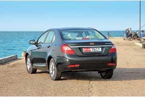 Задние фонари не только похожи на Mercedes-Benz  S-Klasse, но еще исветодиодные.