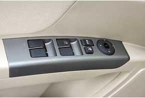 В стандартное оснащение Emgrand EC7 входят не только привычные стеклоподъемники и электроприводы зеркал, но и климат-контроль.