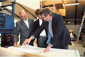 У владельца и директора JP Group Мартина Педерсона нет секретов отукраинских партнеров из компании Q Parts: бизнесмены изучают техническую документацию для производства новой номенклатуры изделий.